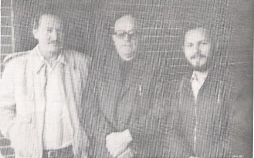Daniel Rebisso Giese com Padre Sozzi ao centro e o então secretário de  esporte e turismo Rogério Gaspar.  Crédito das imagens  CBPDV  0d84b6304d789
